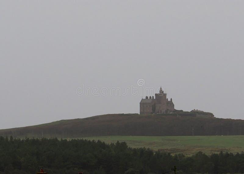 Slott i irländsk bygd arkivfoto