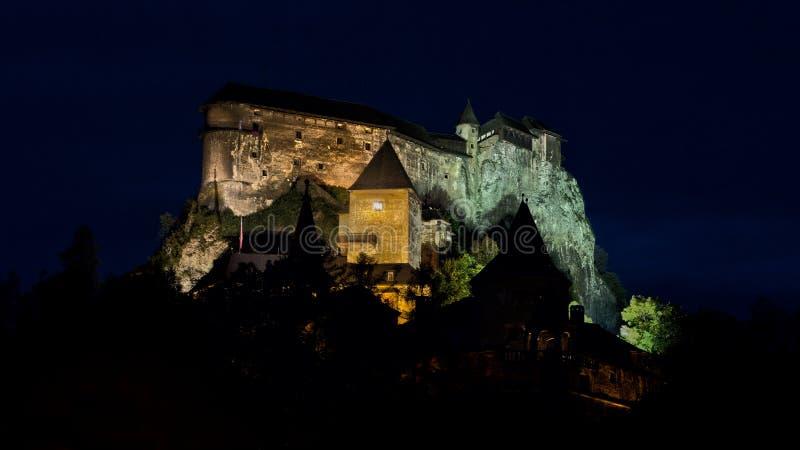 Slott i natten HDR arkivfoton