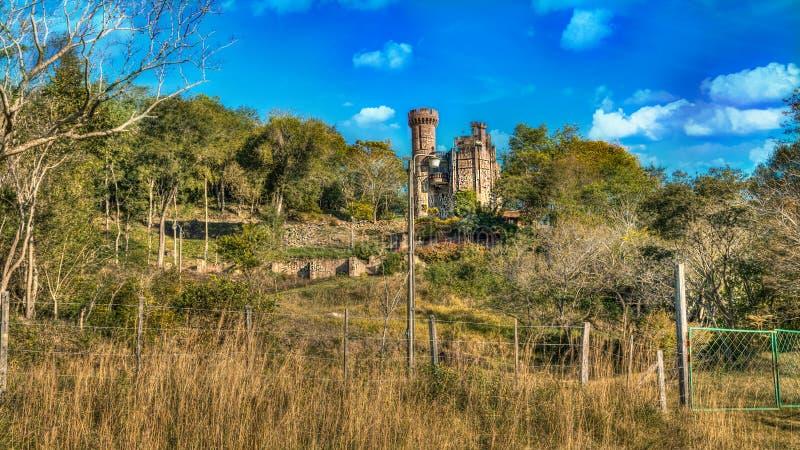 Slott i Paraguay som förbiser de Ybytyruzu bergen arkivfoto