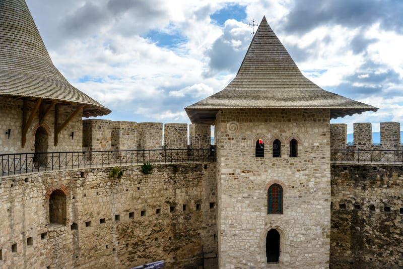 Slott i Soroca, medeltida fästning Arkitektoniska detaljer av det medeltida fortet i Soroca, Moldavien arkivbilder
