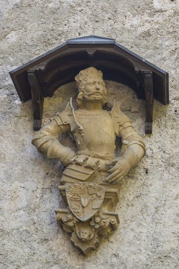 Slott Lichtenstein - hjälpbyggnad med en manlig staty royaltyfria bilder