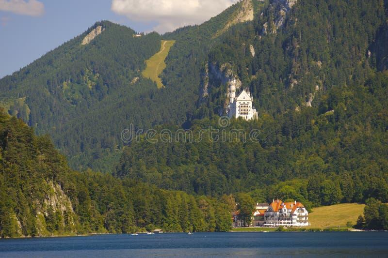 Slott Neuschwanstein i Bayern arkivfoton