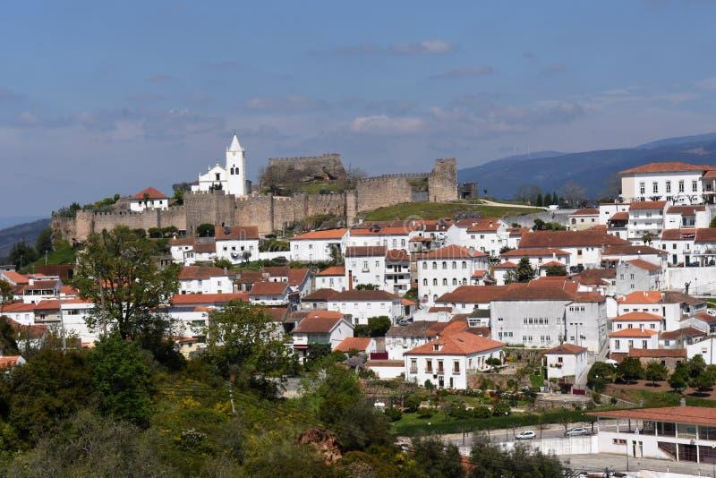 Slott och by av Penela, Beiras region, arkivfoto