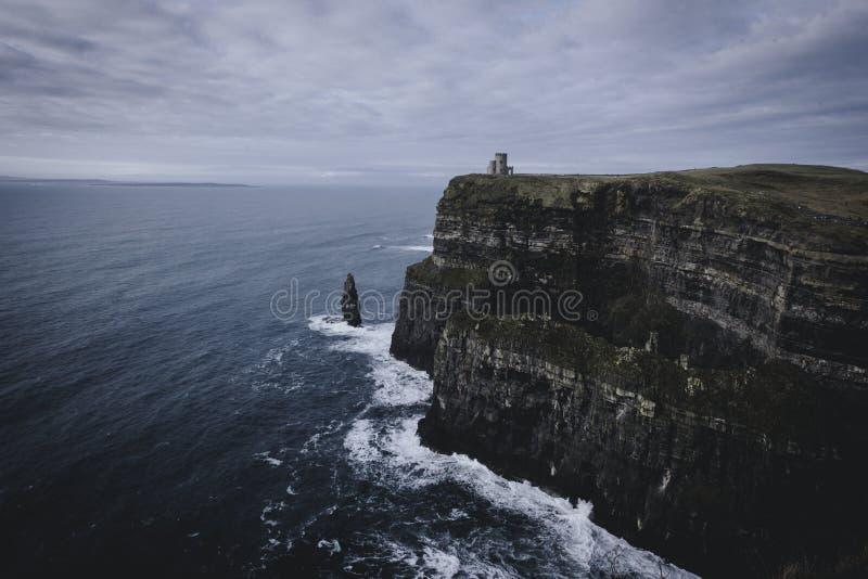 Slott på klipporna av Moher arkivfoton