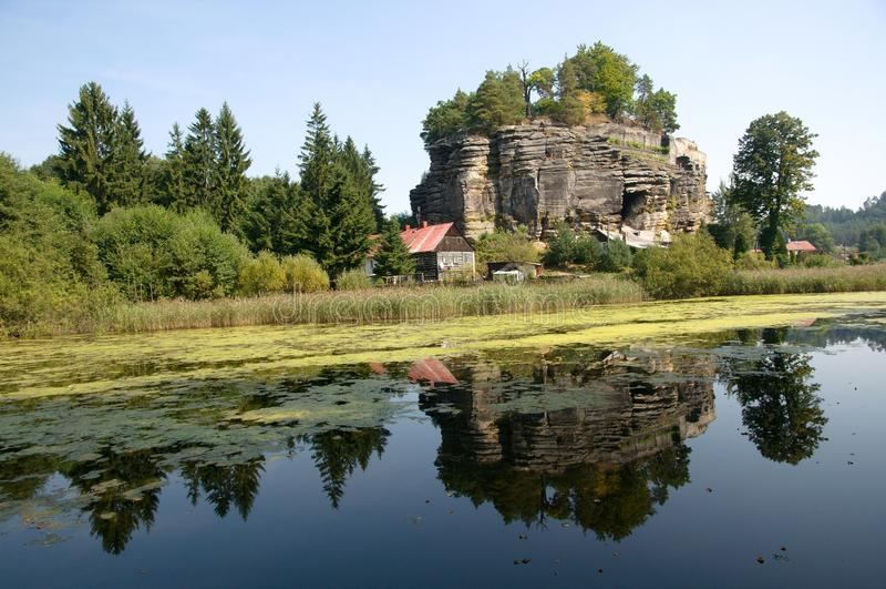 Slott Sloup, Tjeckien royaltyfri bild