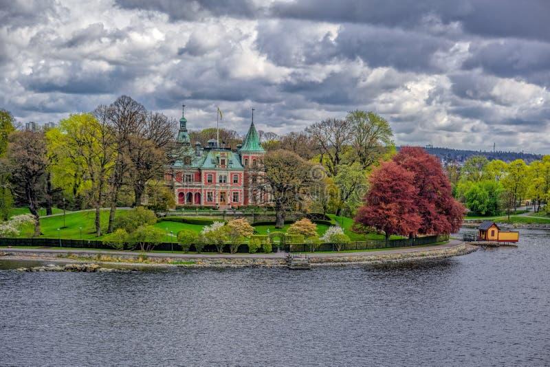 Slott-som villan Tacka Udden på ön av Djurgarden i Stockholm, Sverige arkivbild