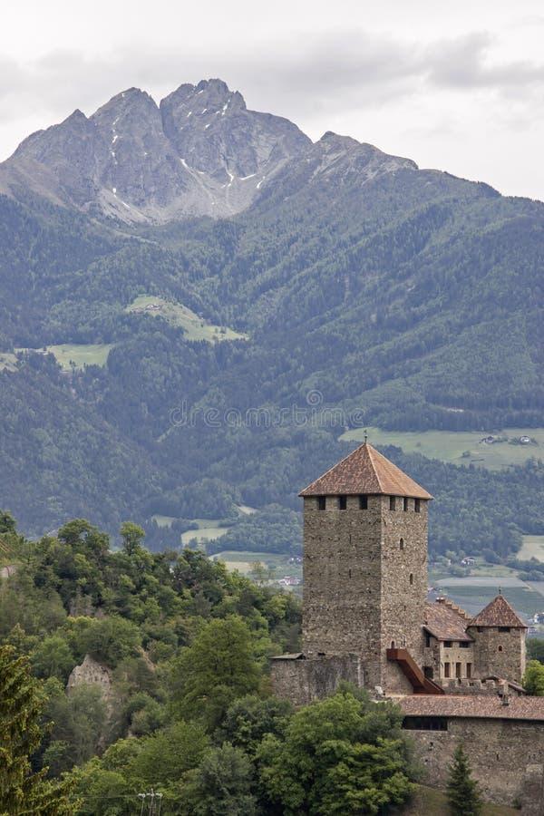 Slott Tirol i Burggrafenamt arkivbilder