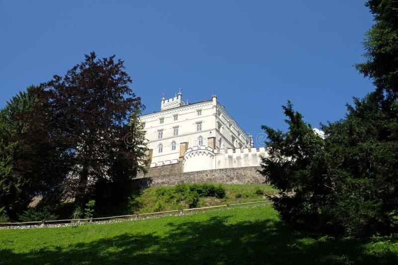 Slott Trakoscan i Kroatien arkivfoto
