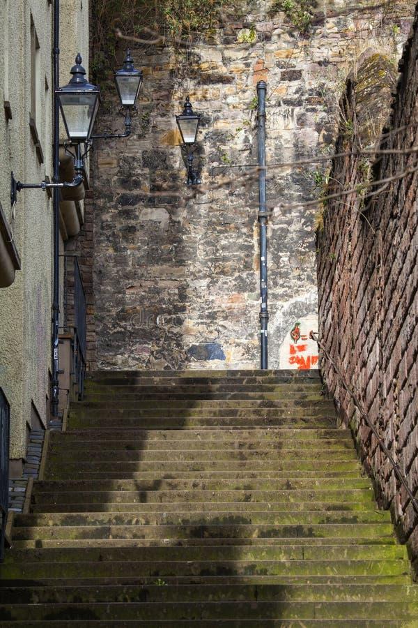 Slott Wynd som är norr i Edinburg arkivbilder