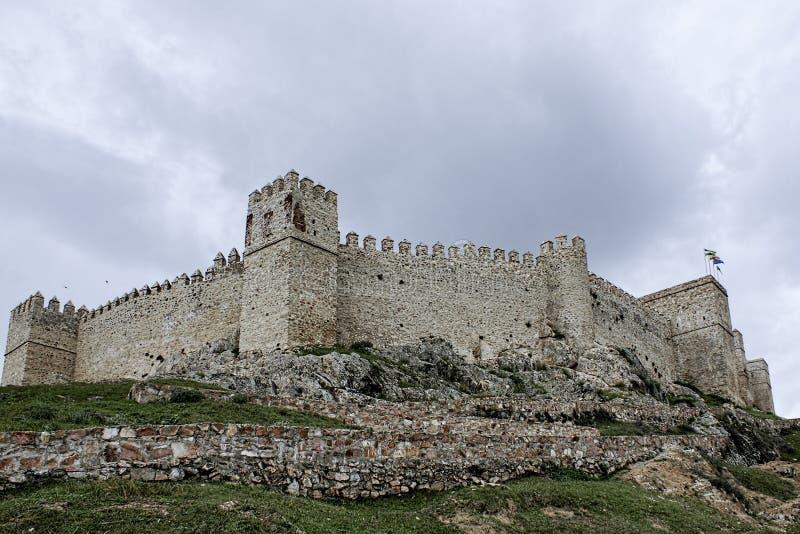 Slottar i landskapet av Huelva, Santa Olalla Creek, Andalusia arkivfoton