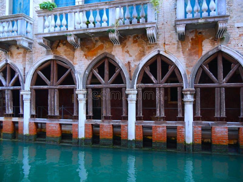 Slottar längs kanalerna i Venedig arkivfoto