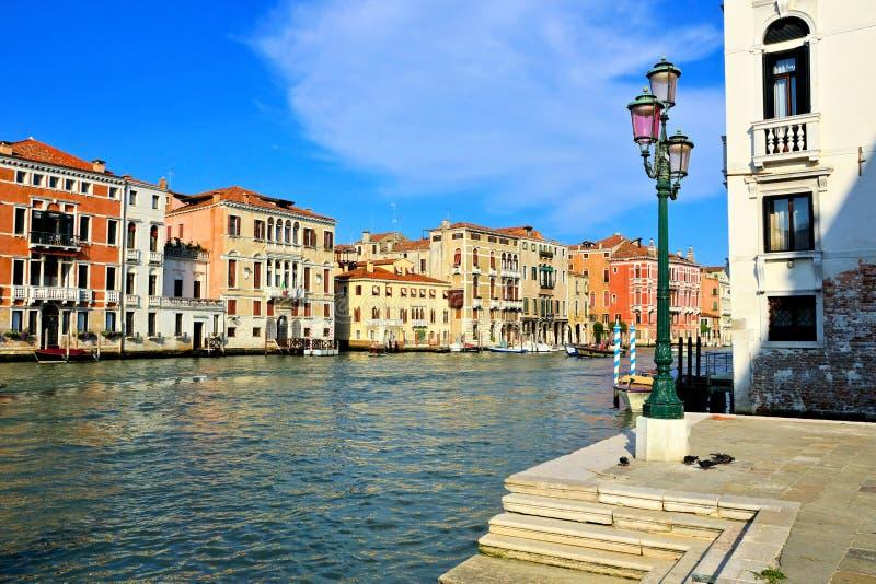 Slottar som fodrar Grand Canal, Venedig, Italien royaltyfri bild