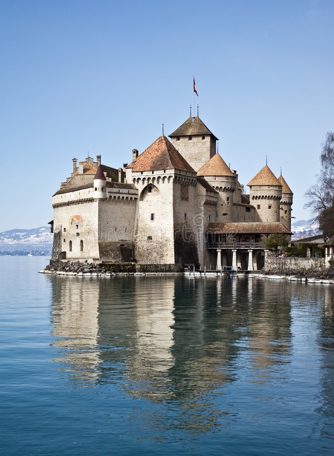 slottchillongeneva lake switzerland royaltyfria foton