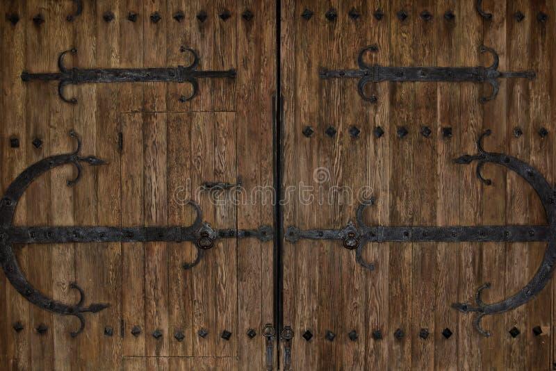 slottdörrar iron lantlig tappning royaltyfria foton