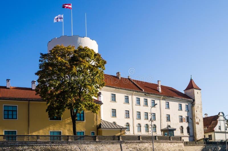 Slotten är en uppehåll för en president av Lettland royaltyfri foto