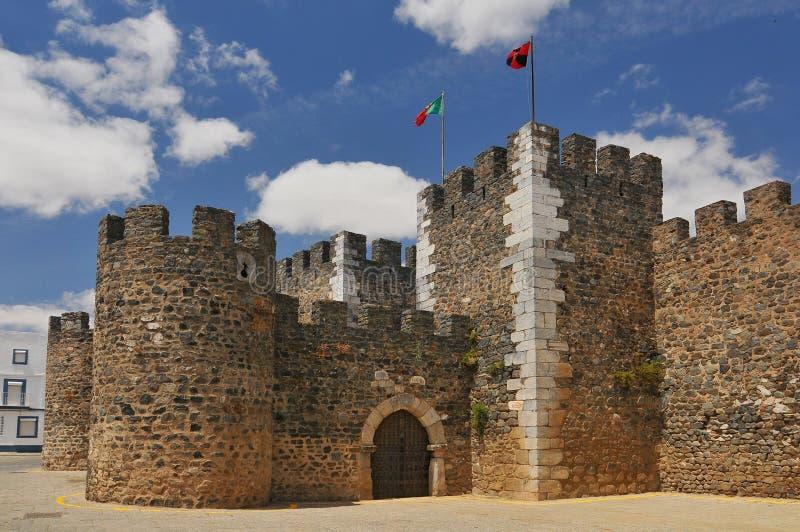 Slotten av Beja Castelo de Beja är en medeltida slott i den borgerliga församlingen av Beja, Portugal arkivbild