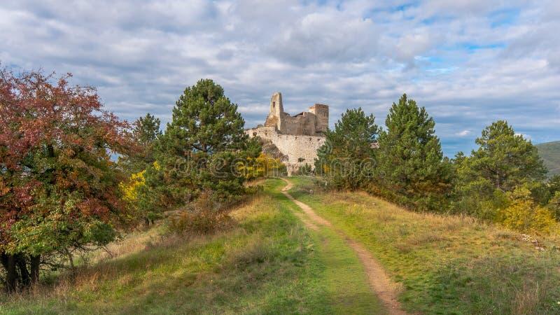 Slotten av Elisabeth Bathory, Cachtice, Slovakien royaltyfria bilder