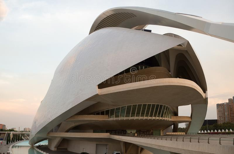 Slotten av konster i den Ciudad de las Artes y lasCiencias staden av konster och vetenskaper i Valencia, Spanien arkivfoton