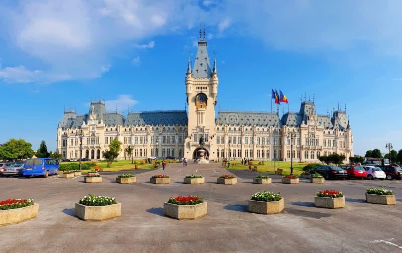 Slotten av kulturIasi Rumänien Palatul Culturii buller Iasi royaltyfria bilder