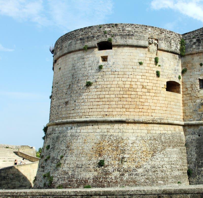 Slotten av Otranto - Corigliano D ` Otranto, Apulia, Italien En barock fasad som byggs under det 17th århundradet arkivfoto