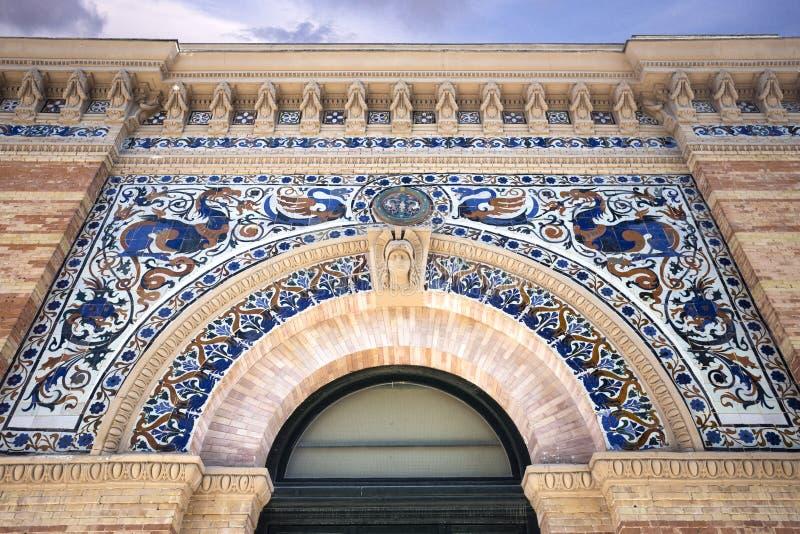 Slotten av Velazquez Palacio de Velazquez en Buen Retiro parkerar Parque de El Retiro i Madrid, Spanien 2018-08-11 arkivfoton