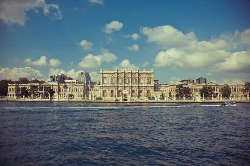 Slotten Dolmabahce i Istanbul royaltyfri foto