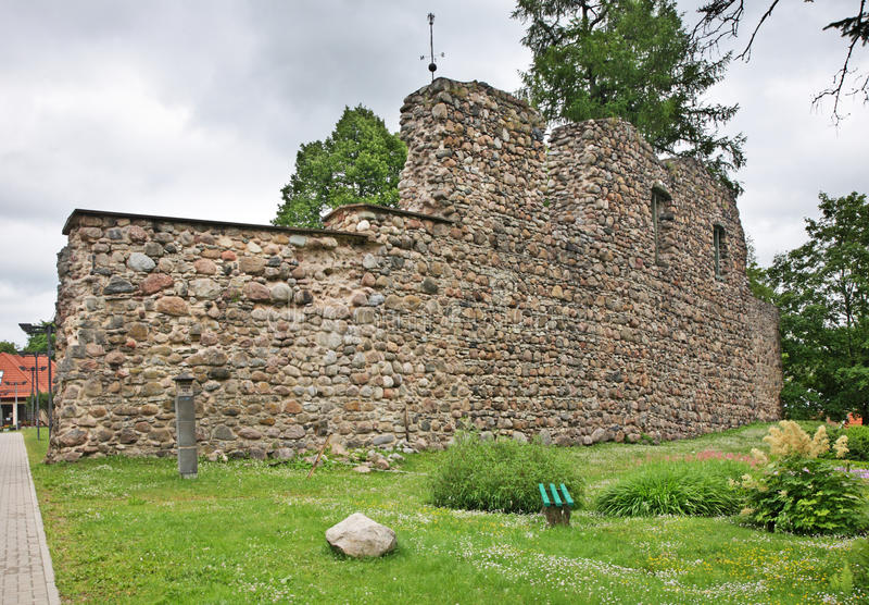 Slotten fördärvar i Valmiera latvia arkivfoto