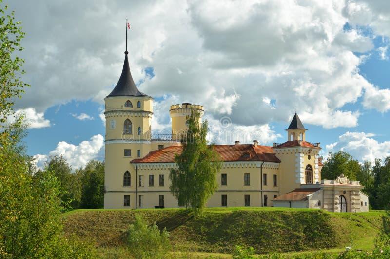 Download Slotten står på en kulle redaktionell arkivbild. Bild av natur - 76704072