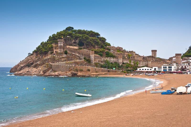Slottet beskådar i Tossa de Fördärva, Spanien. royaltyfria foton