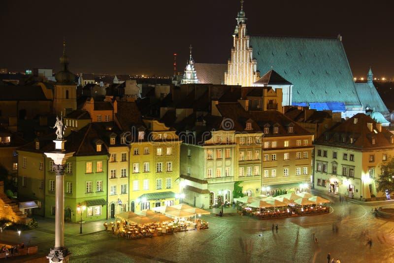 Slottet kvadrerar på natten. Warsaw. Polen arkivbild