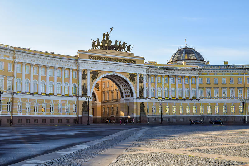 Slottfyrkant i St Petersburg, Ryssland arkivfoton