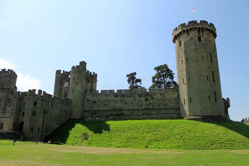 Slottingång och torn royaltyfria foton