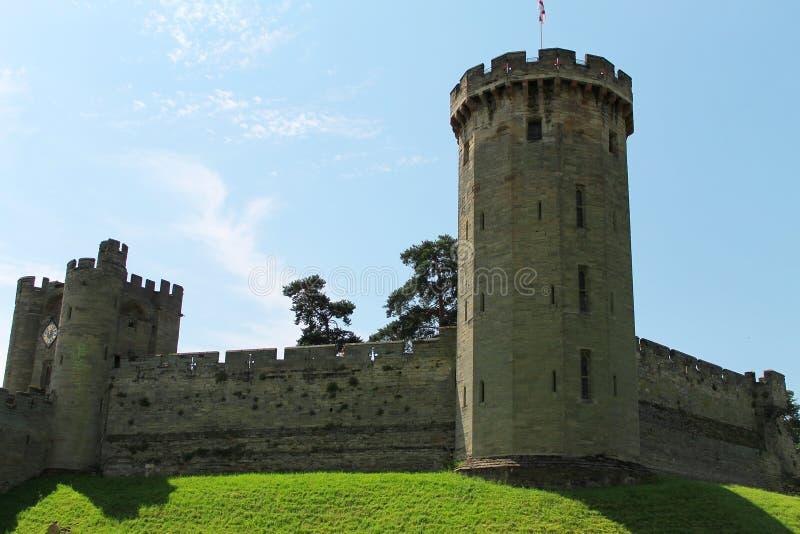 Slottingång och torn royaltyfri bild