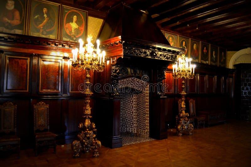 slottinre, spis, stearinljus, slott över sjön, den Nevsvizh slotten - slott och slottkomplexet, Minsk region, royaltyfria bilder