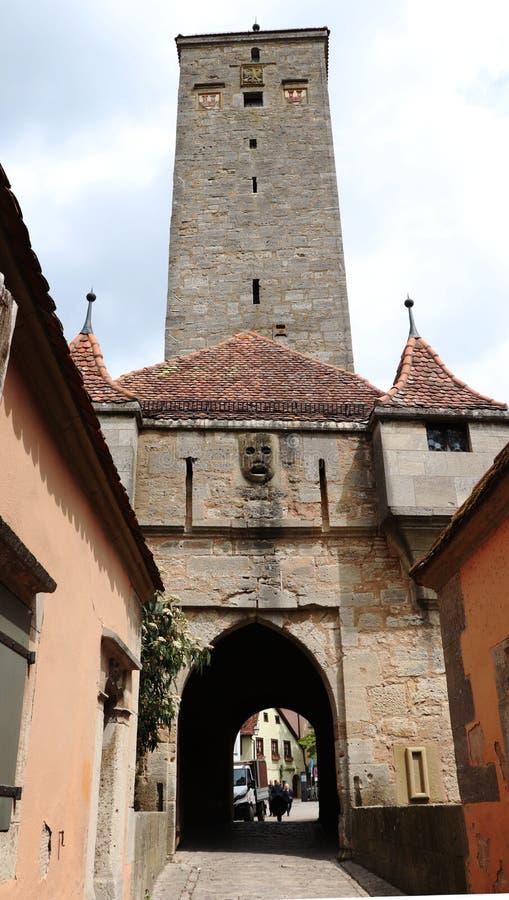 Slottport i Rothenburg obder Tauber, Tyskland royaltyfria bilder
