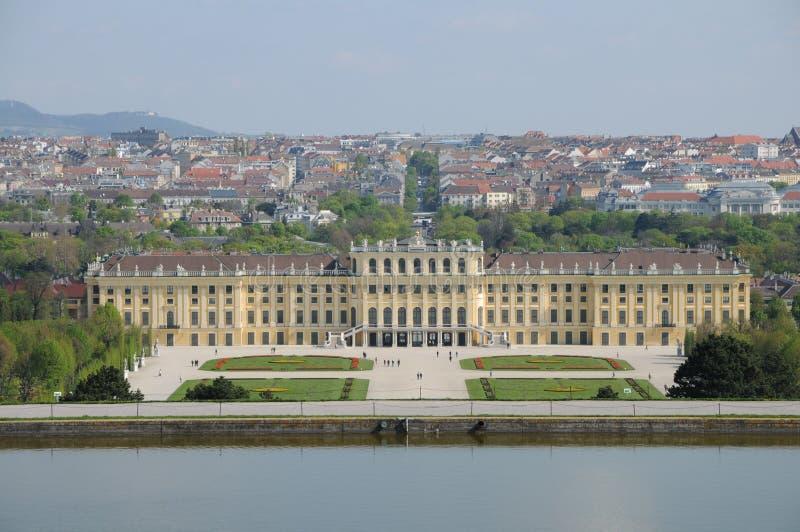 slottschonbrunn royaltyfri bild