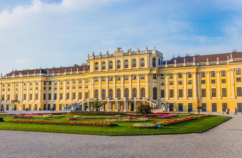 slottschonbrunn vienna royaltyfri foto