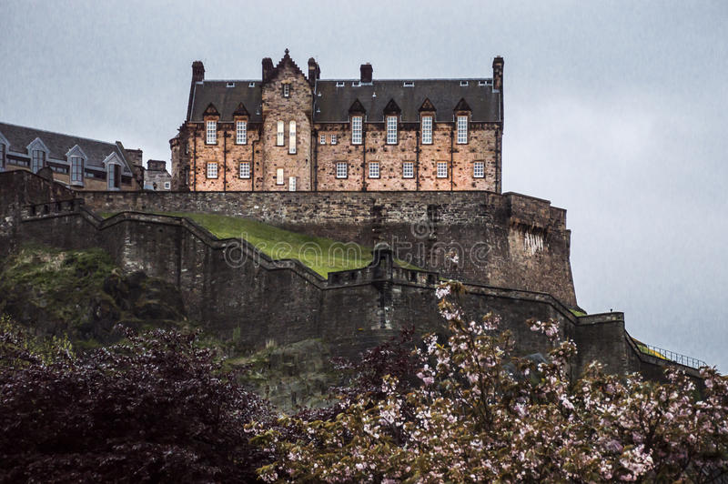 slottskymning edinburgh royaltyfri fotografi