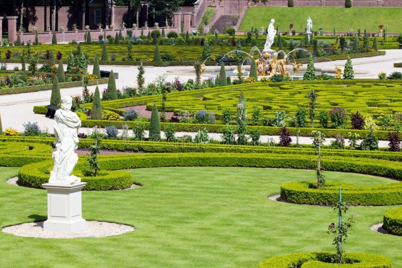 Slottträdgård fotografering för bildbyråer