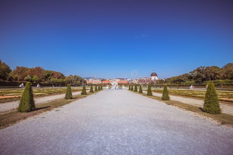 Slottträdgård av belvederen i Wien, Österrike royaltyfria bilder