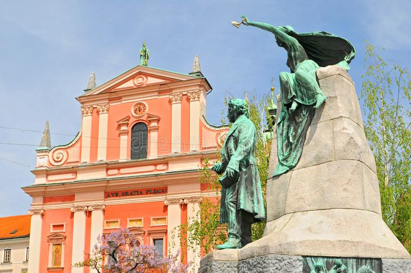 Slovénie, Ljubljana, Place Preseren, Église de l'Annonciation et Monument à la France Preseren, le plus grand poète de Slovénie, image libre de droits