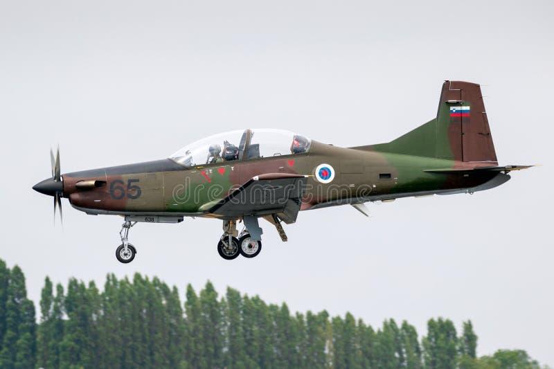 Sloveense Luchtmacht Pilatus PC-9 schroefturbine militaire opleidingsvliegtuigen royalty-vrije stock foto