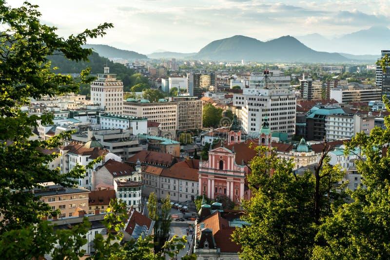 Slovenië, Ljubljana 24 5 2019: De stadscentrum van Ljubljana en het vierkante satellietbeeld van Presern, hoofdstad van Slovenië royalty-vrije stock fotografie