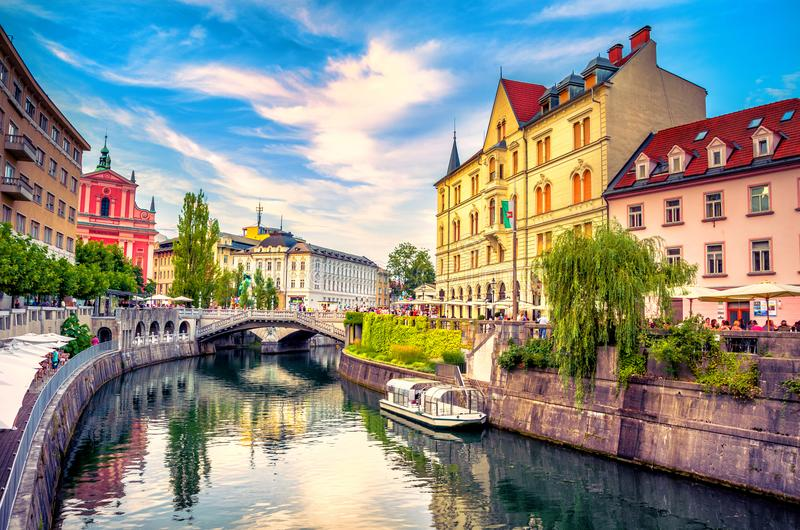 Slovenia Ljubljana Tromostovje Ljublianica rzeki kościół obrazy stock