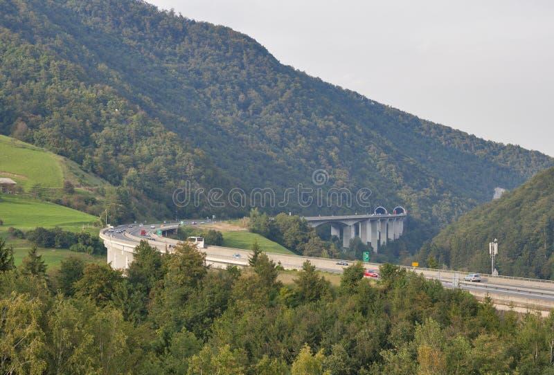 Slovenien berghuvudväg royaltyfri foto