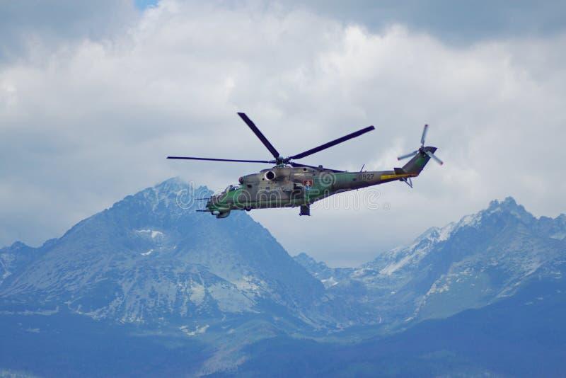 Slowaakse ACHTERSTE mil-Mi 24 stock afbeeldingen