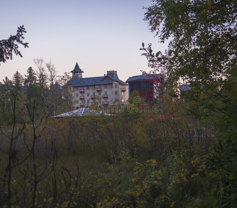 Slowakei, hoher Tatra-Berg, Strbske Pleso, am 15. September 2018: Grand Hotel Kempinski hohes Tatras bei Strbske wird in aufgeste lizenzfreie stockfotos
