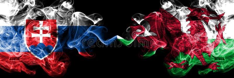 Slowakije, Slowaak, Wales, Bewoners van Wales, kleurrijke rokerige vlaggen van de tikconcurrentie de dik De Europese spelen van v royalty-vrije stock fotografie