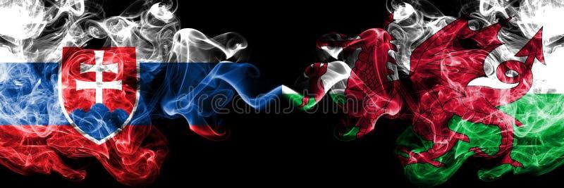 Slowakije, Slowaak, Wales, Welse de concurrentie dik kleurrijke rokerige vlaggen De Europese spelen van voetbalkwalificaties royalty-vrije stock foto