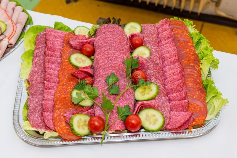 Slowakisches LebensmittelSchweinefleisch auf Buffettisch lizenzfreies stockfoto